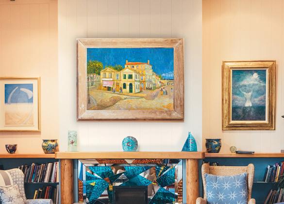 Van Gogh reproductie van Het Gele Huis in interieur.